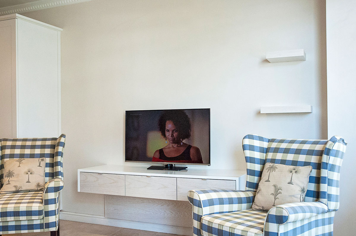 ODE Floating television unit with Samsung Television