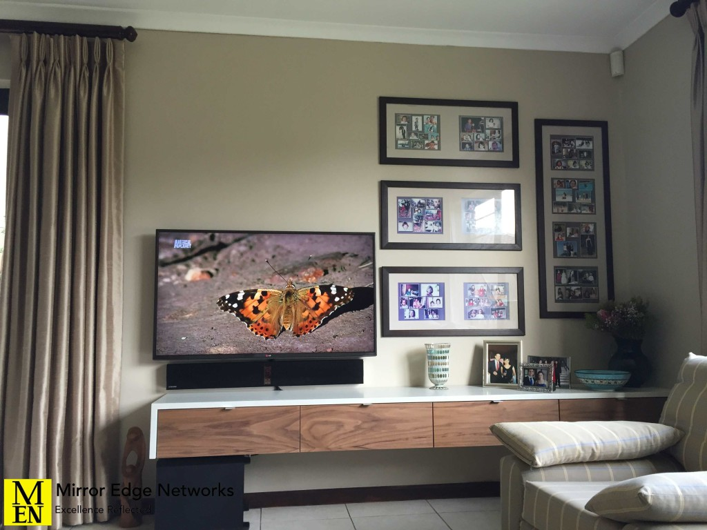 Floating Shelf with Television 020